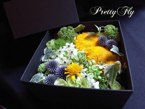 画像1: ボックスフラワーアレンジメント-イエローとグリーンのお花MIX*おまかせBOX