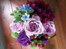 他の写真1: 【アレンジメント】紫のバラ&ダリアアレンジメント〜NoblePurple(ノーブルパープル)-Mサイズ