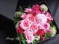 【ボックスフラワーアレンジメント】-ローズピンクおまかせミックス