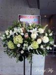 画像1: スタンド花-白とシルバーグリーンのスタンド花 (1)