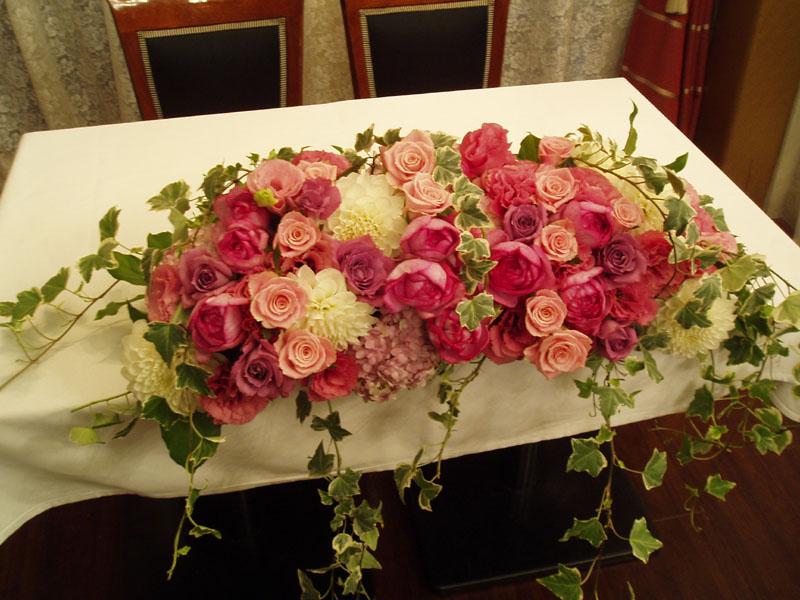 結婚式会場装花 ウェデイングメインテーブル Prettyfly